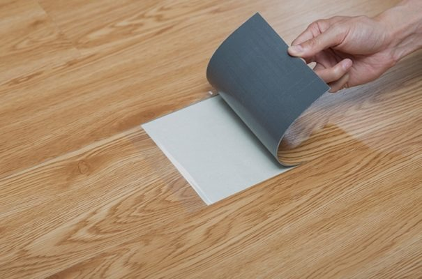 sàn nhựa giả gỗ giá rẻ dán keo